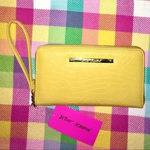 NWT Betsey Johnson Yellow Quilted Heart Z/A Wallet